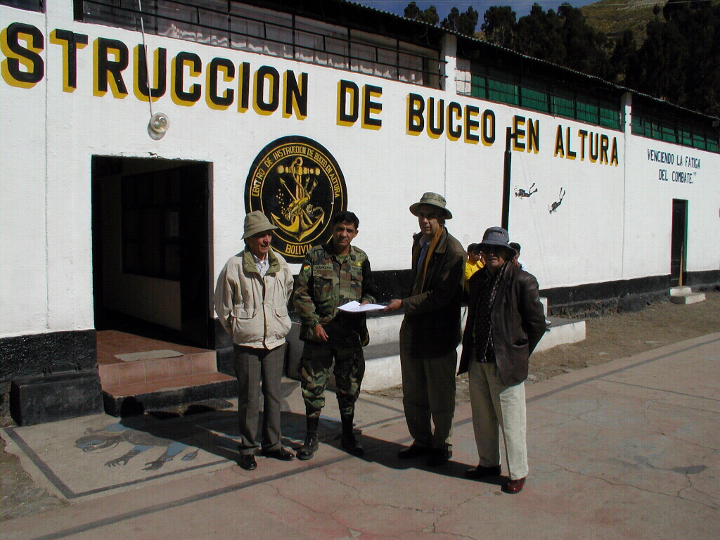 Visiting the Centro de Instruccion de Buceo de Altura in Titicaca Lake