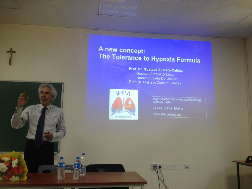 Profesor Dr. Gustavo Zubieta-Calleja talking giving his conference at St. John's Medical College in Bangalore, India.