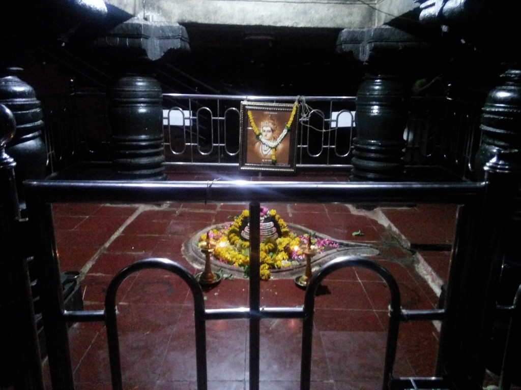The tomb of Shri Basavechwar Aikyamantap, below the water level !! An extraordinary Hindu thinker.