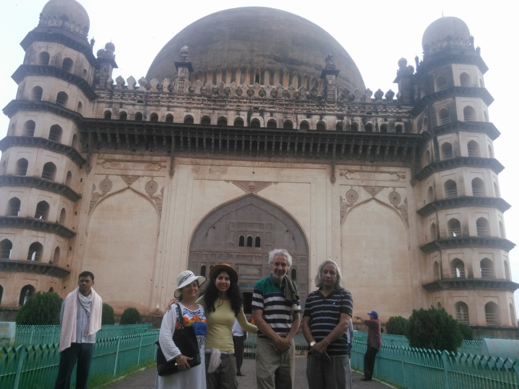 The visit to the 7 ecos Muslim temple Gol Gungbaz. The acoustics are a absolutely formidable. You say something and it will eco back about 7 times!!! Incredible Indian technology from the old times.