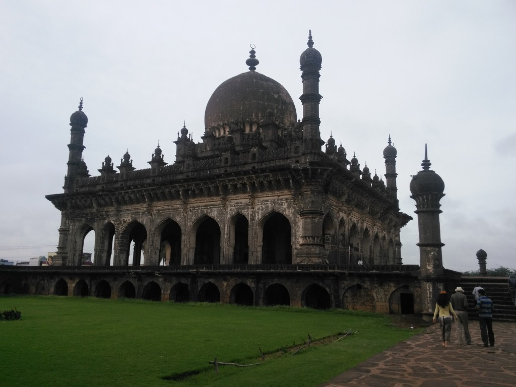 A visit to the Ibrahim Roza, mausoleum complex where Ibrahim Adil Shah II is buried with his queen, Taj Sultana.