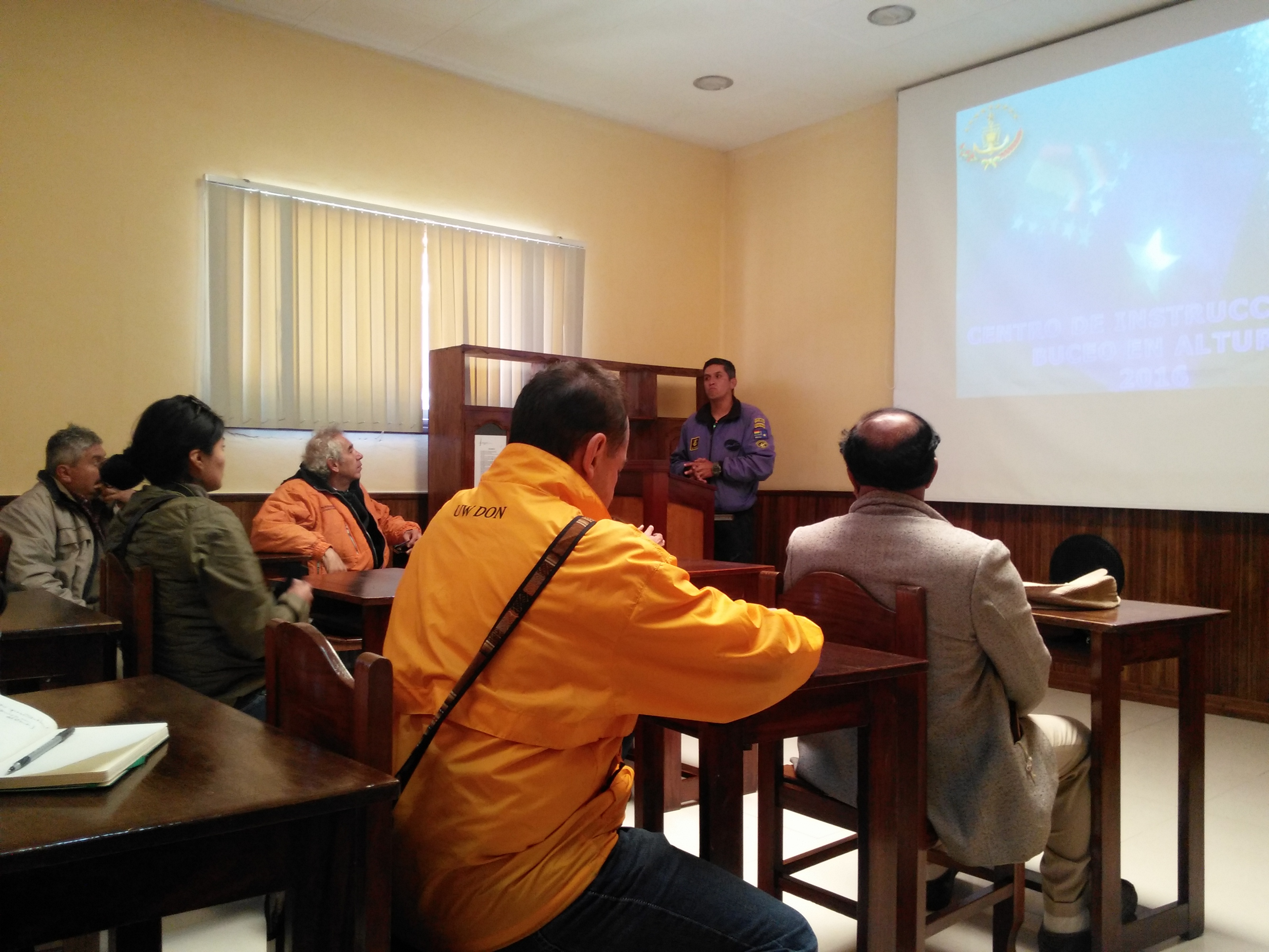 The Commander of the High Altitude Diving Center of the Bolivian Navy givin a talk about their experience.